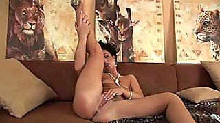 MILF in heat is dildoing her pussy