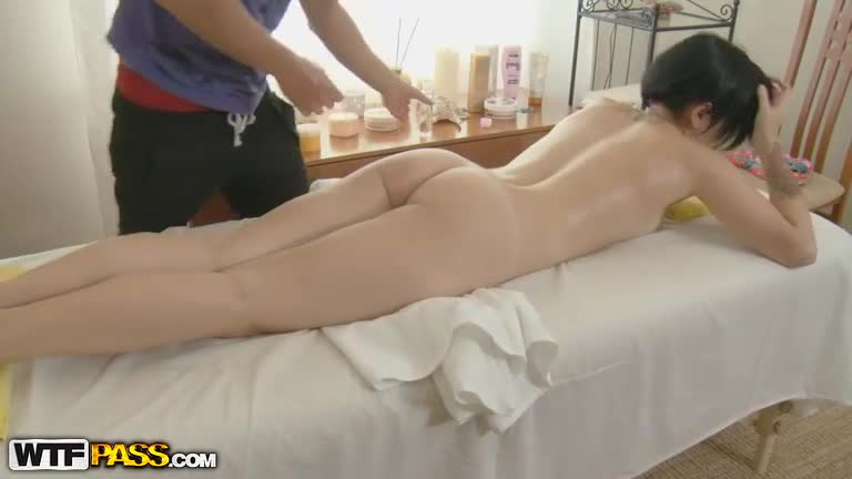Amateur Asian girl gets a massage before fucking