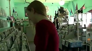 Freak Teen Amateur Girl Insert Toys In Pussy video-06