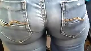 GREAT LOOKING ASS IN JEANS