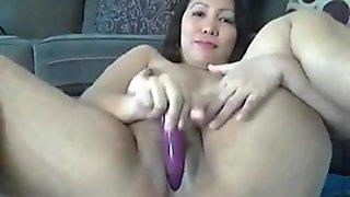 Thick sexy milf masturbates till she cums (1)
