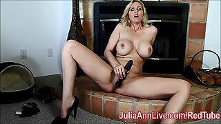 Julia Ann on kiimainen ja odottaa sinua!