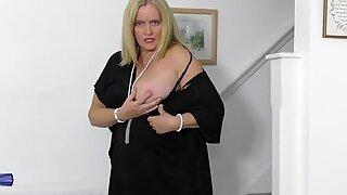 Kuuma äiti haluaa masturboida sinulle