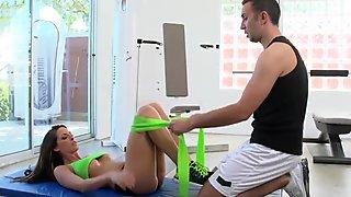 Brazzers - Kortney Kane'_s needs help stretching