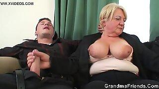 2 poikaa poraa pukkii vanha mummo