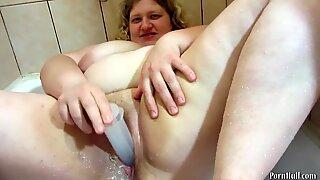 Maito muffissa kypsä milf-mammat, joissa on suuret rinnat