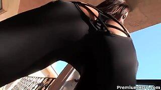 Adriana Deville milf täydellä persellä