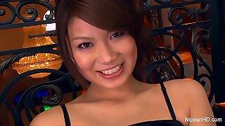 Erittäin impulsiivinen kaunis Aasialainen Milady antaa kaksi kaveria kaikissa reikissä.