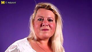 Tuhma hollantilainen bbw äiti leikkii märkä tussun kanssa