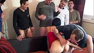 Sophie joukkopano sukatissa, 6 miestä