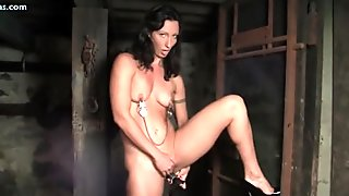 Hot muscle chick enjoys black toy