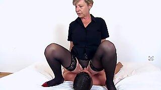 Granny Antonia adores cunnilingus