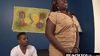 Musta BBW Kelly Rayne hajosi Mällin kanssa Anaalin jälkeen