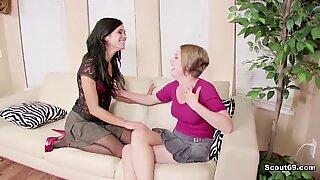Saksalainen step-äiti näyttää tytärpuolelleen kuinka naida